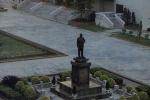 """又有蒋介石铜像被破坏!遭泼白漆 """"不移走不改名就砍头"""""""