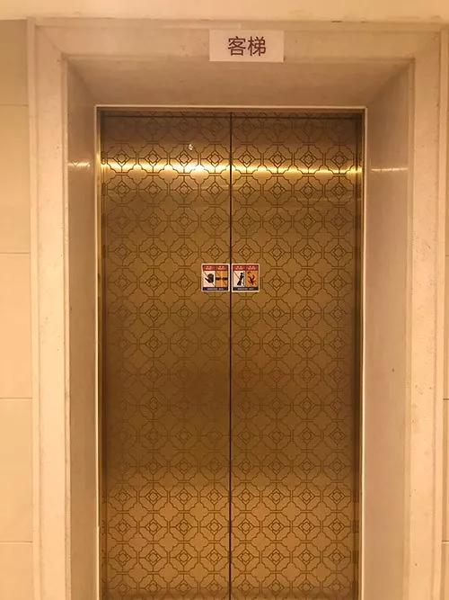 杭州这幢33层江景房 敢一个人坐电梯的都是勇士