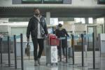 非洲小伙背20斤腊味回国机场被拦上演现实版人在囧途?假的,真相竟是...