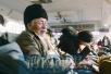 河南七旬老人远赴新疆 带六斤芝麻盐给九旬老父当年货