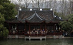 中國美院校慶啟幕:五百師生孤山大合影 復刻九十年美院傳奇