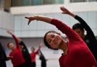西藏为民间艺术充电