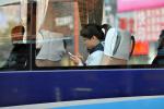 外媒:中国人看手机电脑时间超过看电视