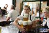 哪些啤酒谣言还在飞?喝啤酒正确打开方式在这里