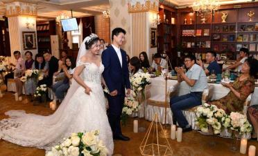Bookstore proves novel wedding venue