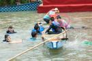龙舟赛翻船,56岁浙大教授跃入水中救人:已20年没游过泳