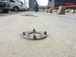 郑州一路段数百颗膨胀螺丝钉无人管 绊倒行人扎破胎