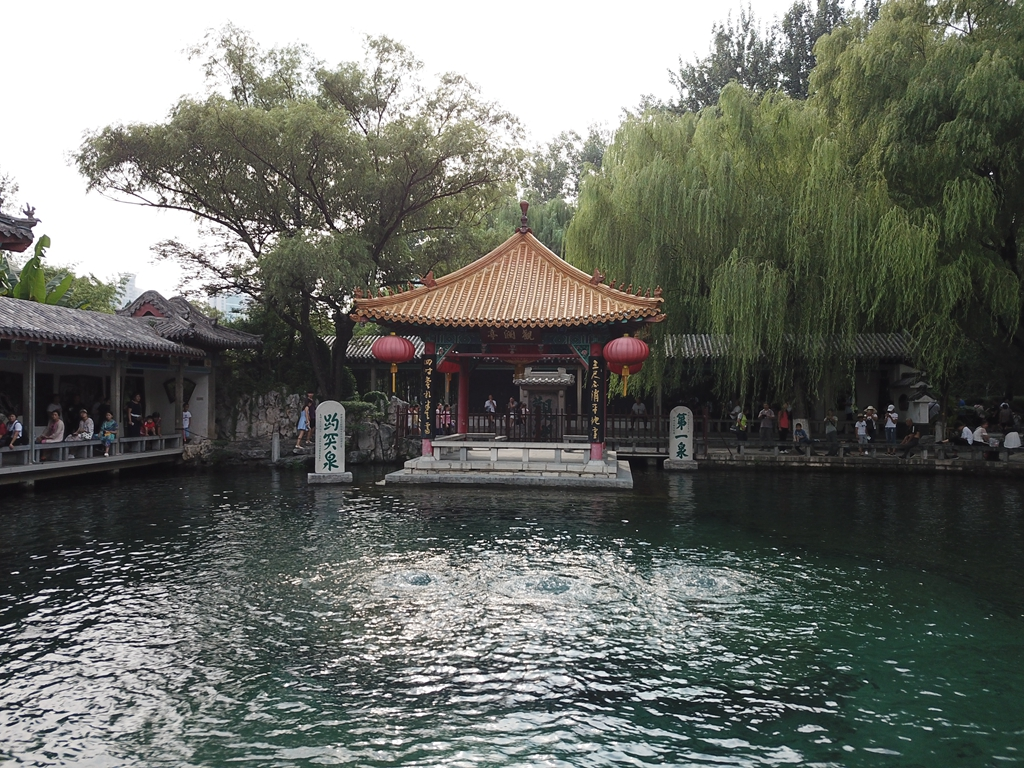 """济南趵突泉再现""""水涌若轮""""景观"""