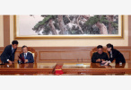 """韩朝签署《9月平壤共同宣言》 致力将半岛建成""""永久和平地带"""""""