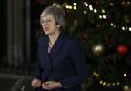 """英首相""""梅姨""""顺利挺过被""""逼宫"""" 脱欧将面临哪些局面?"""