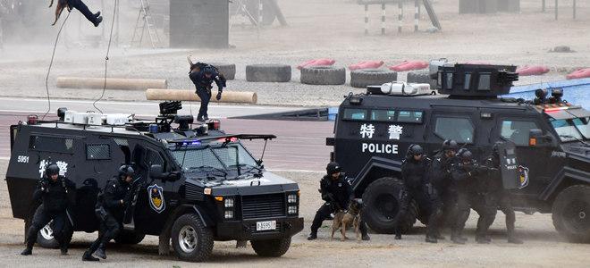 全国公安特警维稳处突实战汇报演练在济南举行