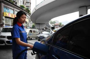 国内油价迎下调 加满一箱油少花3元!