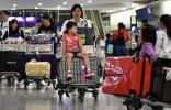 特写:提诉求请用嘴巴,而不是拳头——禁制令后香港国际机场见闻