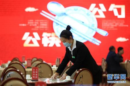 """河北武安:推行""""公筷用餐"""" 餐饮业在行动"""