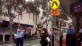 悉尼一女子当街持刀被警方用电击枪制服