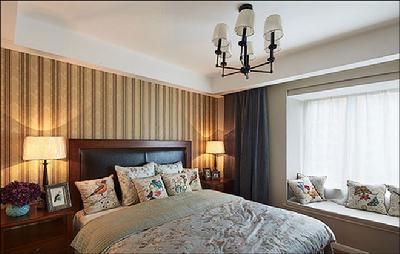 带软包靠背的美式床,深色系卧室家具