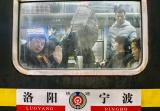铁路宁波站日均客发量逾7万 优质服务建春运温馨归途