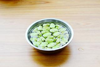 童年里最怀旧的一道小零食——五香脆皮蚕豆的做法步骤:1