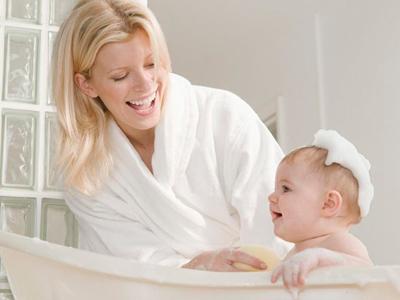 冬季寒冷 宝宝不必每天洗澡