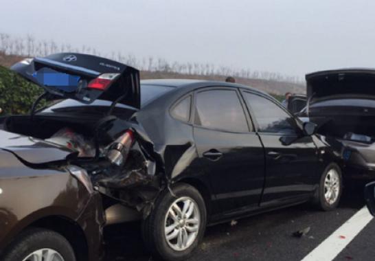 辽宁省内高速多车今天上午多车连撞 造成交通拥堵