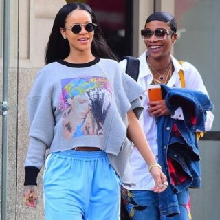 歌坛天后Rihanna的创意穿搭 你觉得怎么样?