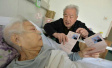 八旬老两口离婚37年后妻子患癌 前夫:复婚