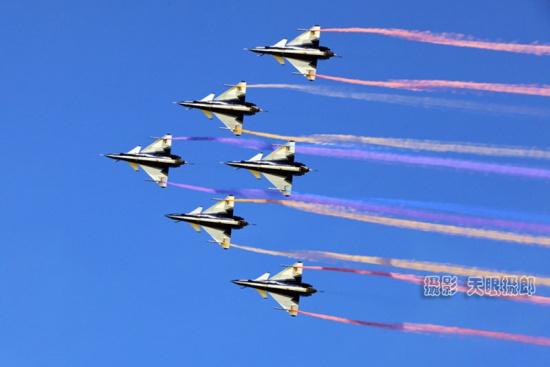 天眼摄郎:惊悉空军八一飞行表演队歼-10女飞行员余旭,在飞行训练中