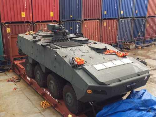 北京/核心提示:新加坡装甲车遭香港海关扣留已一个半月,要求香港...