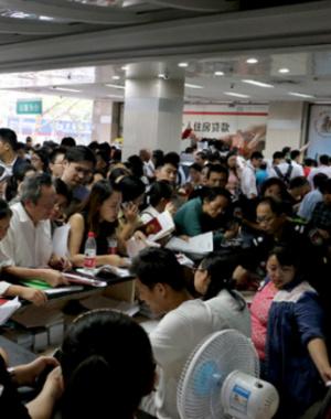 限购后:南京二手房火爆 生病也要来按手印