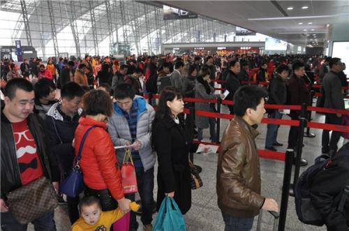 成都机场提前迎来节前客流小高峰
