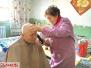 洛阳76岁义务理发师杨素英免费为近400位居民理发