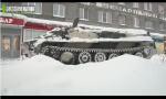 开着军用装甲车去抢劫