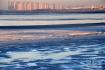 青岛胶州湾一处滩涂被海冰覆盖