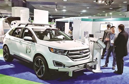 在1月28日落幕的2018北美国际汽车展上,不少车企都展示了在智能汽车领域的新技术。图为关于自动驾驶和新能源汽车体验区对媒体开放。 新华社记者  汪 平摄