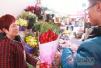 情人节撞春节鲜花贵出新高度 一束红玫瑰卖120元