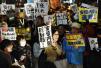 丑闻发酵、民众抗议,安倍会垮台吗?