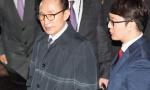李明博被捕前发亲笔信:不怨恨他人 都是自己的错
