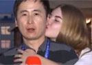 工作时被美女强吻