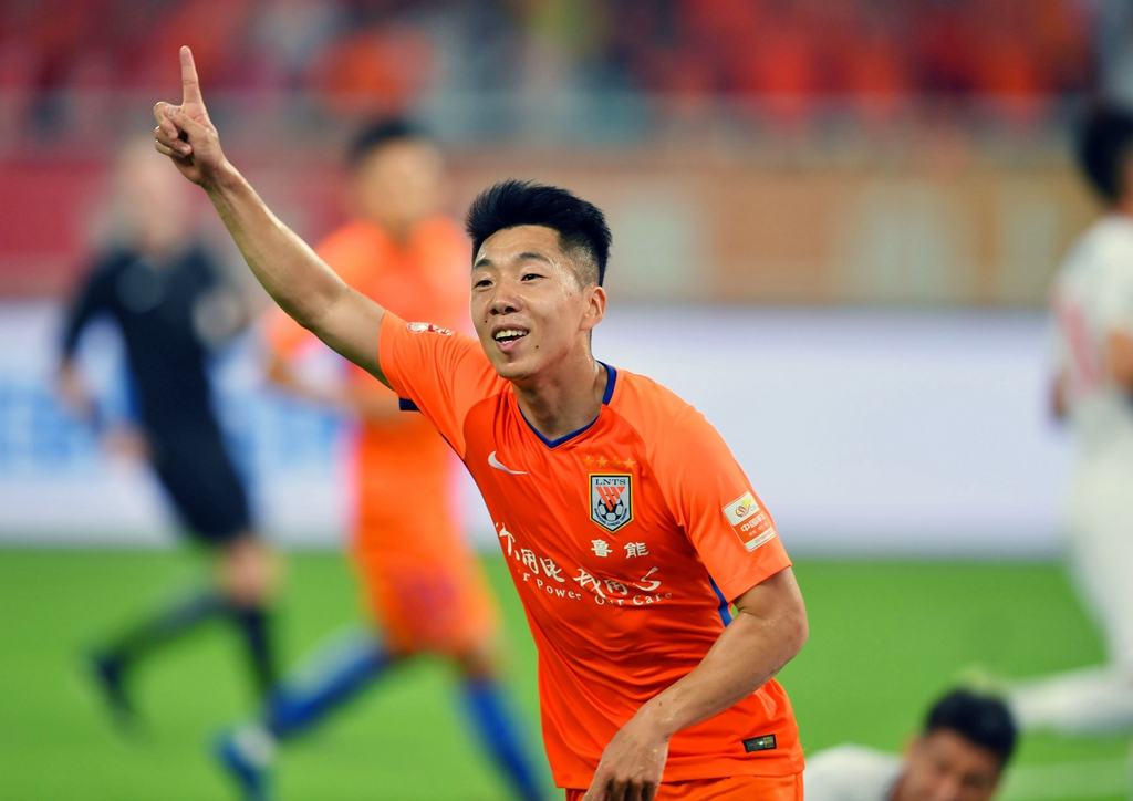 中超:山东鲁能对阵上海上港