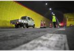 刚刚,南京扬子江隧道一面包车自燃 无人员伤亡