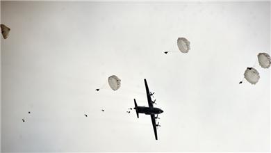 空军 全要素演练 锤炼空降兵作战本领
