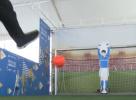 视频|机器人足球守门员亮相杭州 展示人工智能的体育领域应用