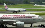印度客机起飞时撞机场围墙受损 飞行4小时后降落