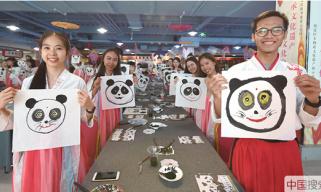 北京:中外大學生穿漢服包粽子 體驗端午節傳統習俗