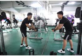 健身应有度:年轻人过度增肌可能引发饮食失调