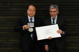 莫言获智利迭戈·波塔莱斯大学荣誉博士学位