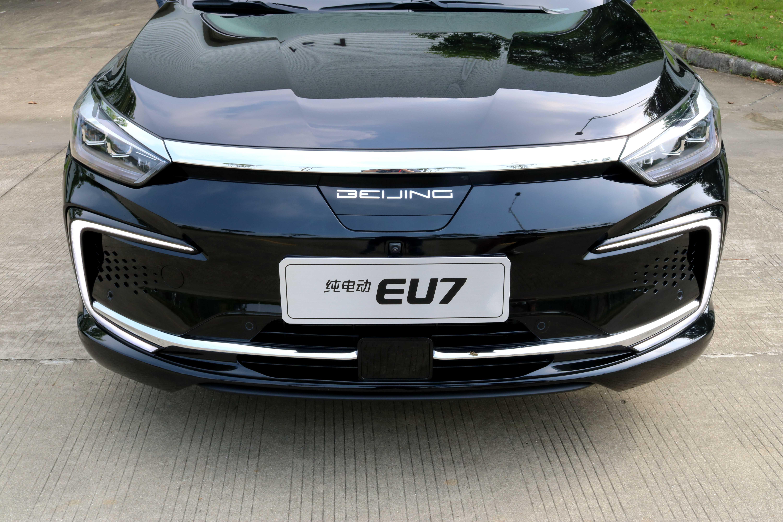 将于10月份上市 北京汽车EU7正式下线