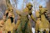 哈尔滨密林中东北抗联雕像傲然屹立 再现抗联战士光辉形象