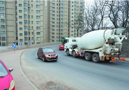 大连排查事故多发地段 甘南路禁止危化品运输车辆通行