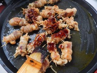 煎烤五花肉卷金针菇的做法步骤:13